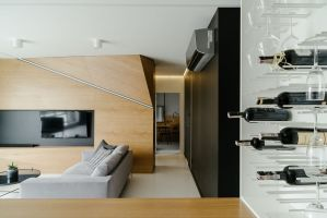 Za zgodą inwestorów architekci zdecydowali o otwarciu przestrzeni dziennej i połączeniu części wypoczynkowej z kuchnią i jadalnią. Projekt: Przemysław Nowak, Lech Moczulski (Mili Młodzi Ludzie), Mia Szymczak (Mia Concept). Fot. PION