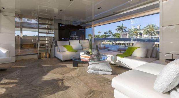 Design w harmonii z naturą - zobacz wnętrze luksusowego jachtu