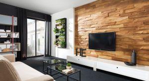 Przedstawiamy kilka pomysłów na spektakularną aranżację strefy TV. W roli głównej: płytki dekoracyjne.