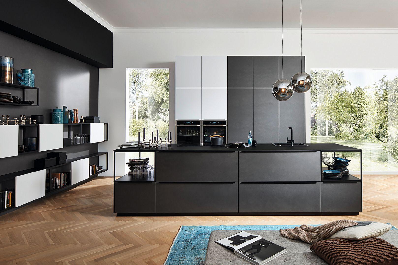 FERRO - pokryte warstwą specjalnego laminatu z opiłkami metalu fronty w kolorze błękitnej stali lub stali kortenowskiej, łączą w sobie funkcjonalność i spektakularny wygląd. Fot. Nolte Küchen