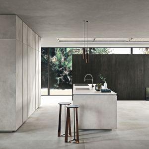 CALCE GRIGIO – naturalny spiek kwarcowy z powodzeniem nadaje się np. na blaty dużych wysp kuchennych, stołów, czy fronty mebli. Fot. Laminam