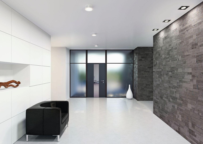 Drzwi aluminiowe AT 400 z przeszkleniem bocznym/Internorm. Produkt zgłoszony do konkursu Dobry Design 2020.
