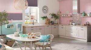 Małe albo wąskie kuchnie to częsty przypadek nie tylko w starym, ale takżei w nowoczesnym budownictwie. Zaaranżowanie tego typu przestrzeni bywa trudne, jednak naprzeciw problemom wychodzi wiele sprytnych rozwiązań.