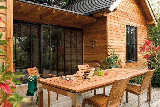 Drewniane meble ogrodowe. Zabezpiecz je przed zimą