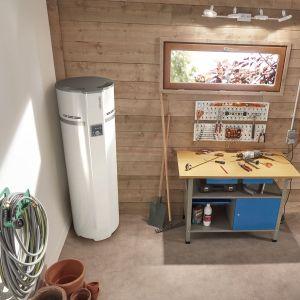 Termodynamiczne ogrzewacze wody zapewniają nam ciepłą wodę bez konieczności spalania gazu, węgla czy zużywania prądu. Fot. Atlantic Polska