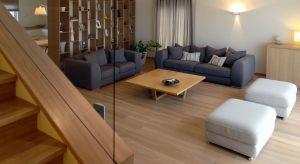 Naturalne drewno dębowe od stuleci zachwyca wytrzymałością i niezwykłym usłojeniem. We wnętrzach, ocieplonych drewnianą podłogą, panuje wyjątkowo dobry klimat!