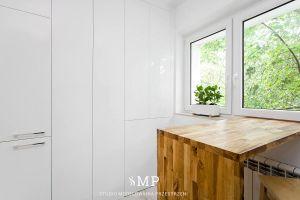 Kuchnia. Zabudowana lodówka i spiżarki. Projekt i zdjęcia: Marzena Pieńkowska (Studio Modelowania Przestrzeni)