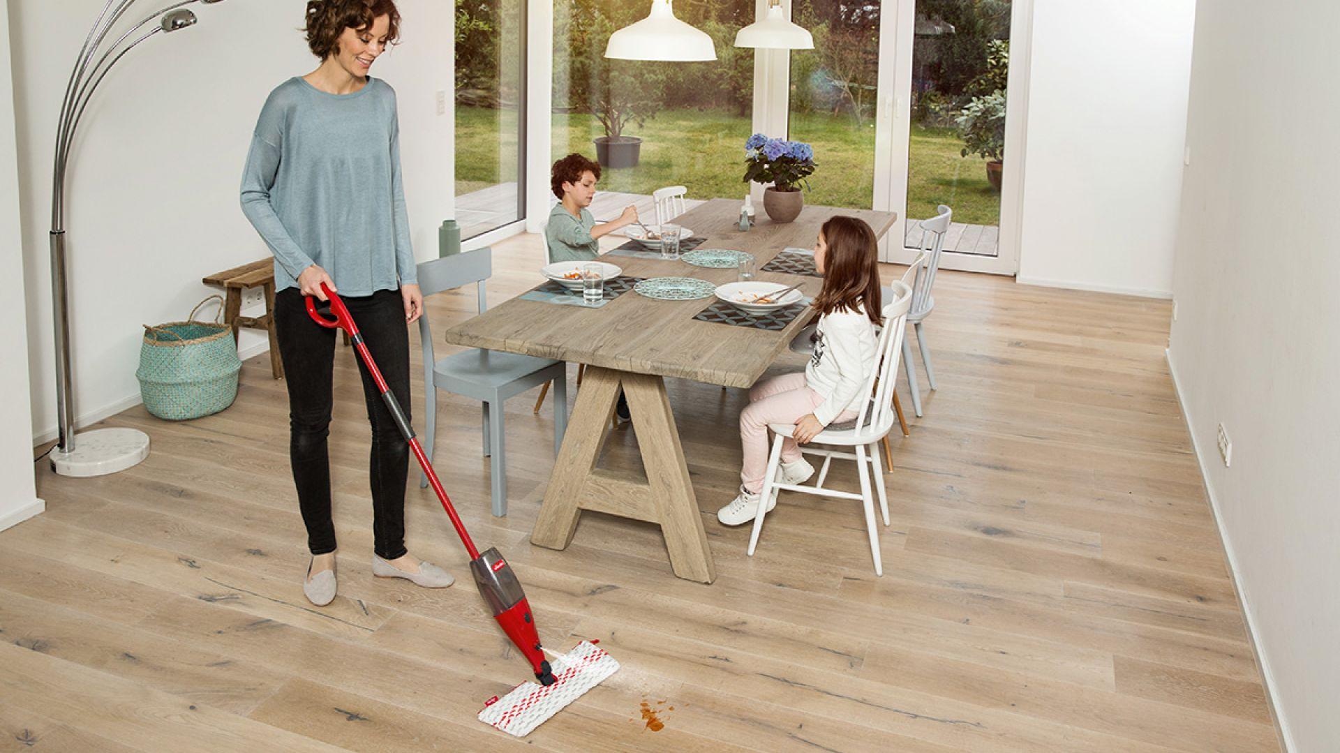 Sprzątaj trochę każdego dnia - mop Spray&Clean marki Vileda. Fot. Vileda
