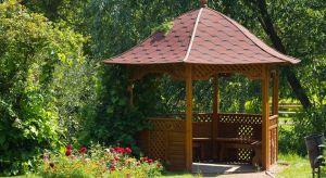Długotrwała ekspozycja na działanie intensywnego słońca i wysokie temperatury sprawiają, że drewno ogrodowe po sezonie może być zszarzałe i podatne na uszkodzenia.