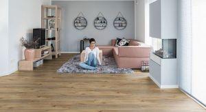 Panele o dekorze dębu ułożone na podłodze nadadzą przestrzeni wyjątkowej klasy i elegancji. Doskonale sprawdzą się we wnętrzach utrzymanych w każdym stylu – od klasycznych po ultranowoczesne.