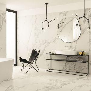 Wielkoformatowa kolekcja Speccio Carrara (kreacja Maciej Zień) odzwierciedla inspiracje marmurem karraryjskim. Fot. Tubądzin