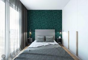 W sypialni paletę szarości projektantka przełamała soczyście zieloną tapetą ze wzorem liści. Projekt i wizualizacje: Magdalena Miszczyk-Tatara.