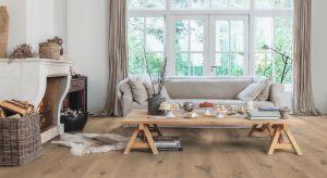 Nic tak nie ociepla wnętrza jak podłoga z rysunkiem drewna.