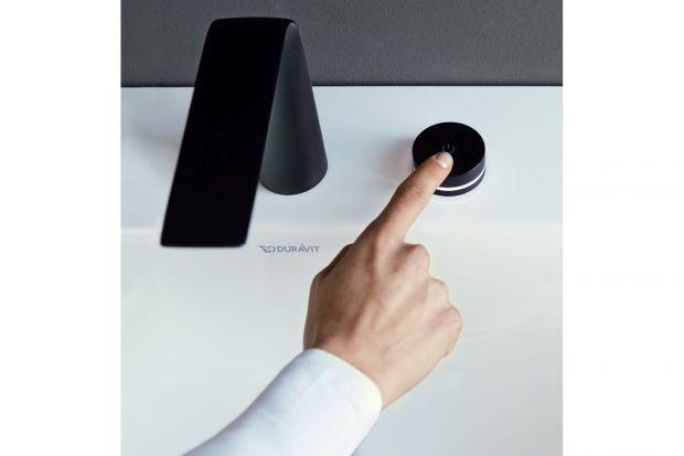 Bateria dzięki wyraźnym konturom i ładnie ocynkowanym powierzchniom w wersji chrom lub czarny mat, D.1 stanowi niewątpliwie niepowtarzalny element w łazience. Produkt zgłoszony do konkursu Dobry Design 2020.