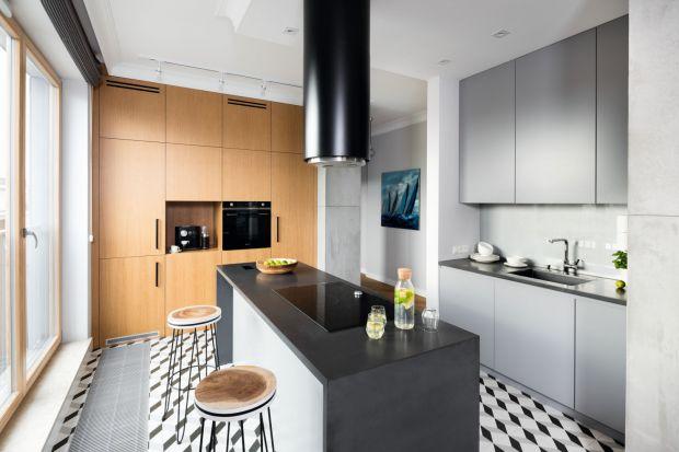 Szkło nad blatem: dobre projekty kuchni