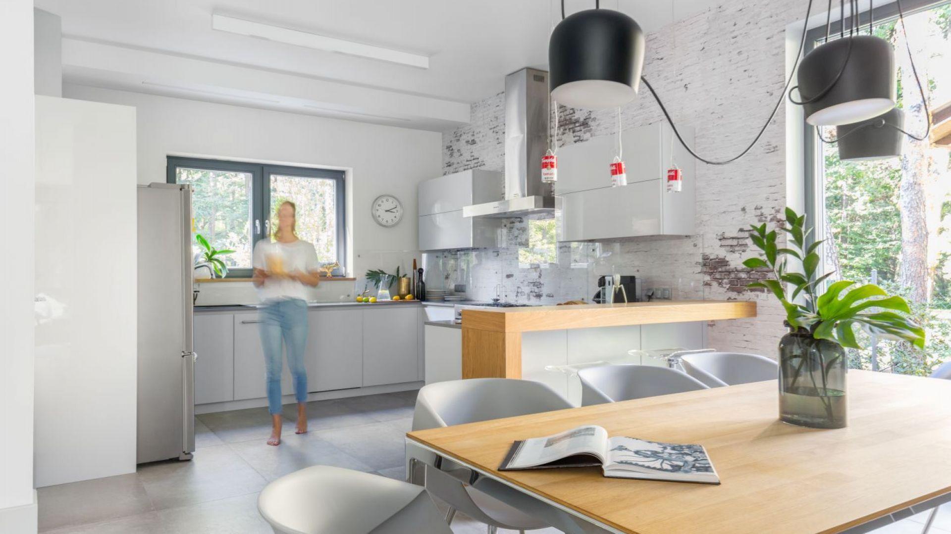 20 pomysłów na hartowane szkło nad blatem. Projekt: Małgorzata Denst. Fot. Pion Poziom