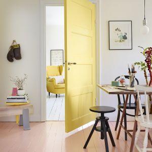 Malowanie drzwi. Fot. Tikkurila