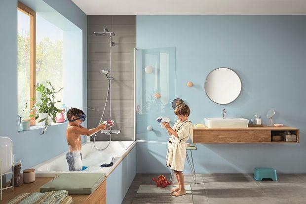 Łazienka rodzinna - przyjemność kąpieli pod prysznicem
