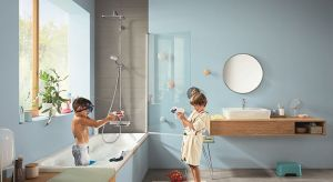 W rodzinnej łazience toczy się część naszego codziennego życia. To tutaj odbywają się pierwsze kąpiele, tu szczotkuje się pierwsze zęby dziecka i zmywa ślady błotnistych przygód na placu zabaw.