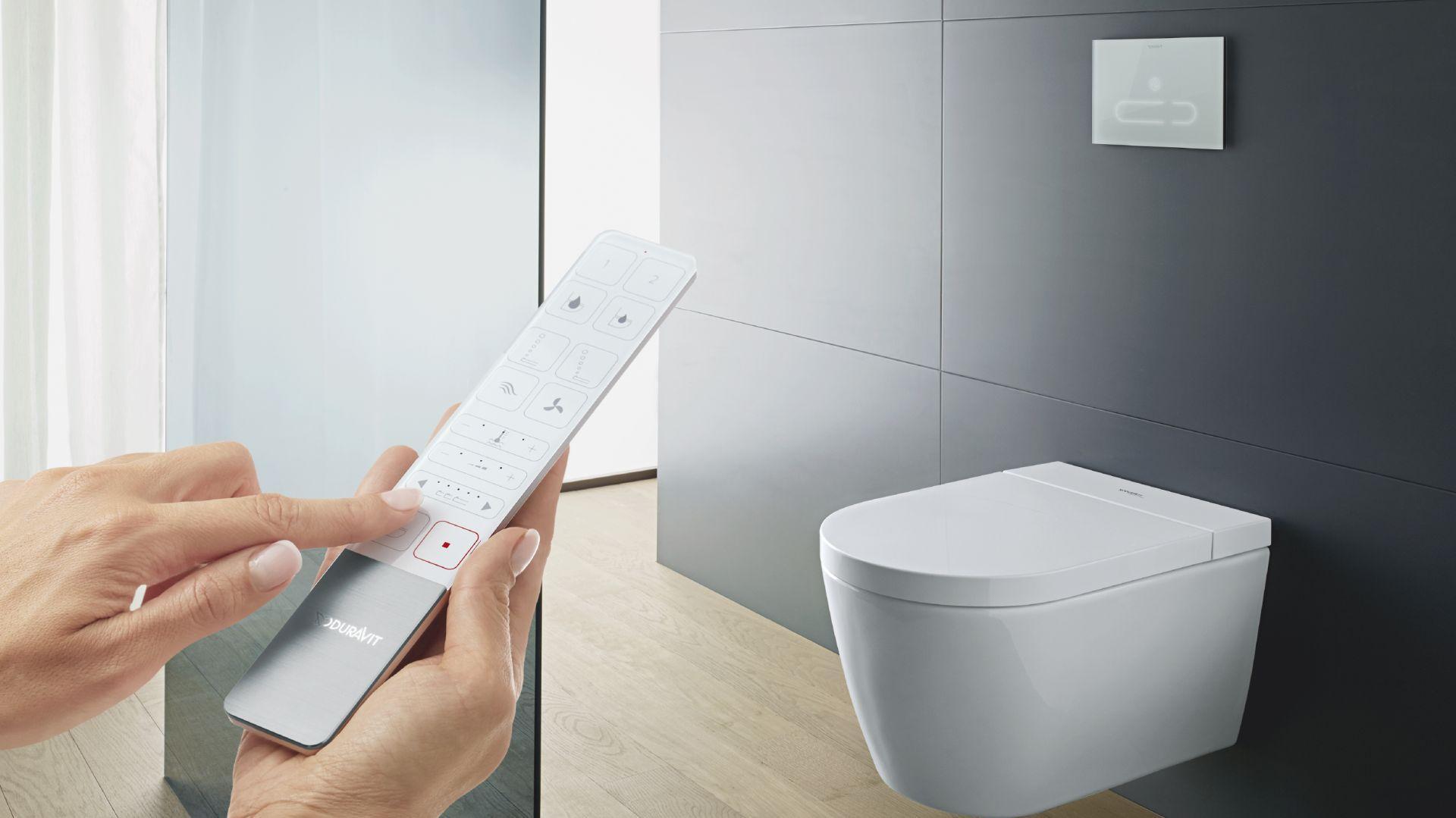 Taleta myjąca SensoWash Starck F z miską w.c. z technologią Rimless, szkliwo HygieneGlaze 2.0 o właściwościach antybakteryjnych. Fot. Duravit