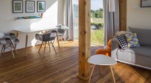 Prefabrykowany mobilny domek można zestawiać w większe struktury, dostosowując do potrzeb działki i użytkowników. Własny dom bez kredytu na 30 lat? Polska architekt Magdalena Górska z pracowni eKodama udowadnia, że jest to możliwe.