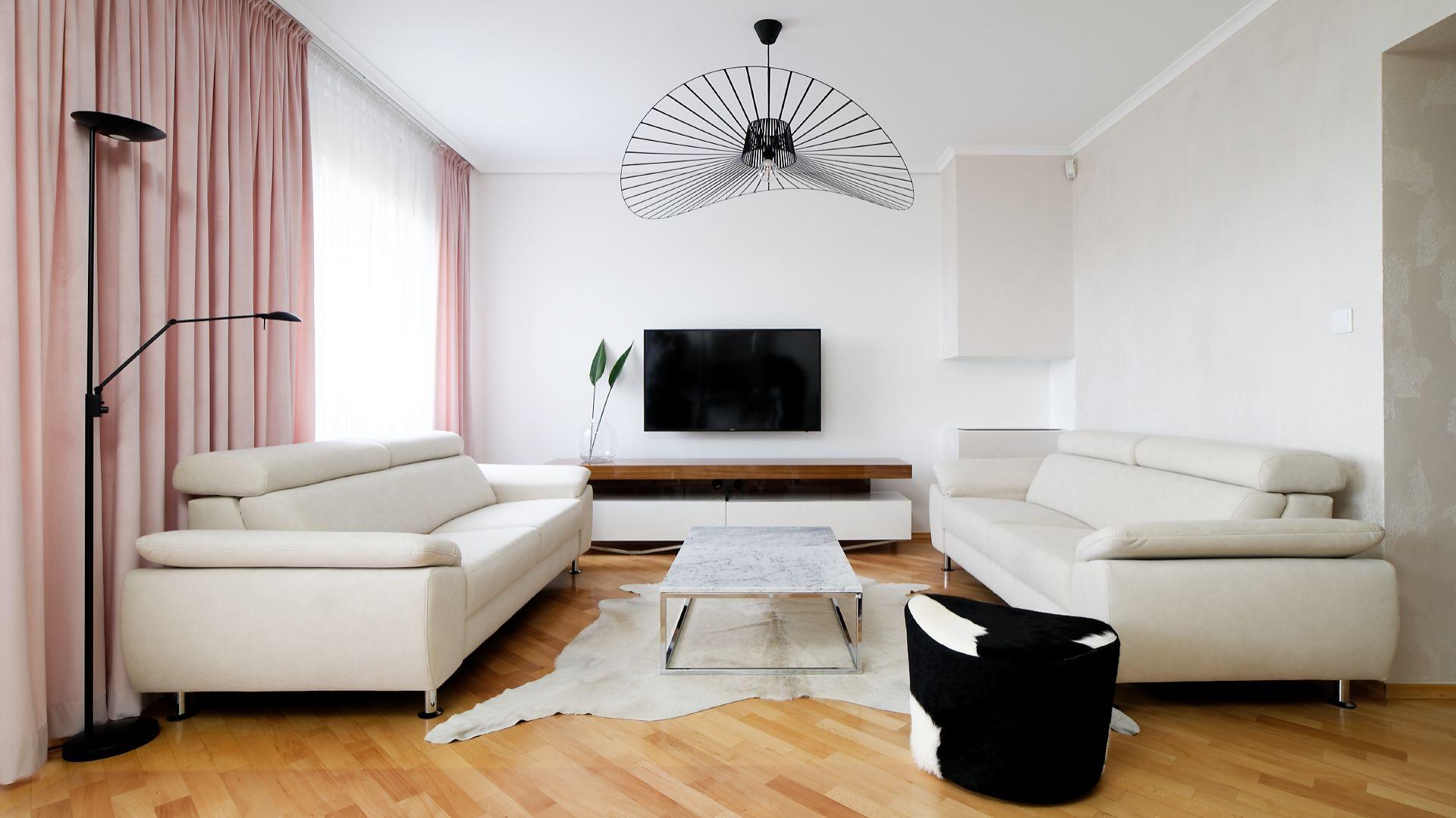 Wnętrze jest niezwykle funkcjonalne i zaaranżowane w nowoczesnej stylistyce. Projekt: Aleksandra Sowińska. Fot. Radek Słowik