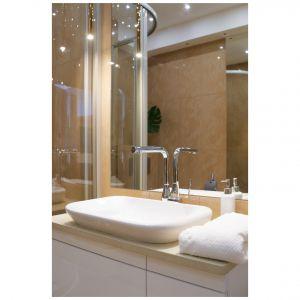 W nowoczesnej stylistyce zaprojektowano też łazienkę. Projekt: Aleksandra Sowińska. Fot. Radek Słowik