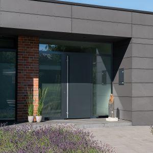 Zbudowane z aluminium i stali nierdzewnej drzwi ThermoSafe Hybrid i ThermoPlan Hybrid są wyjątkowo odporne na wszelkie odkształcenia, nawet przy dużych różnicach temperatur między ich wewnętrzną a zewnętrzną stroną. Fot. Hörmann