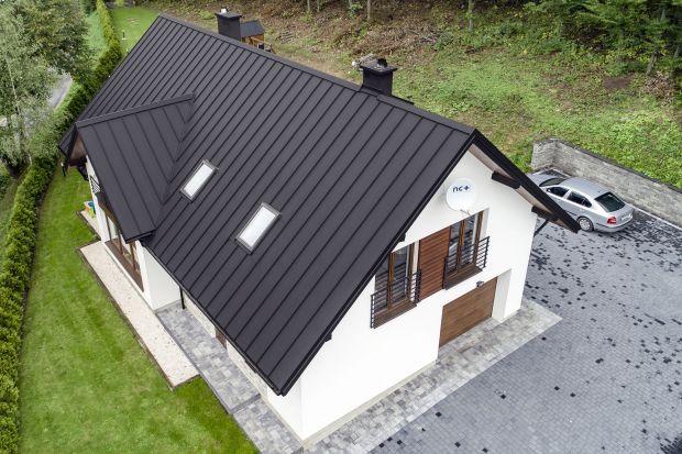 Nowoczesny dach: panele z blachy na rąbek stojący