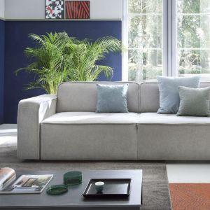 Szara sofa do salonu z kolekcji Modo marki Sweet Sit dostępna w ofercie firmy Gala Collezione. Fot. Gala Collezione
