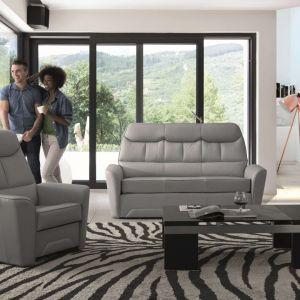 Szafa sofa do salonu z kolekcji Ivera dostępna w ofercie firmy Meblomak. Fot. Meblomak