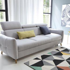 Szara sofa do salonu z kolekcji Hugo dostępna w ofercie firmy Etap Sofa. Fot. Etap Sofa