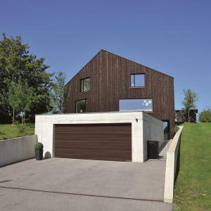 Brama garażowa LPU 42 z nową powierzchnią Duragrain/Hörmann. Produkt zgłoszony do konkursu Dobry Design 2020.