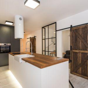 Kuchnia w stylu loft. Fot. Radex, drzwi LOFT II