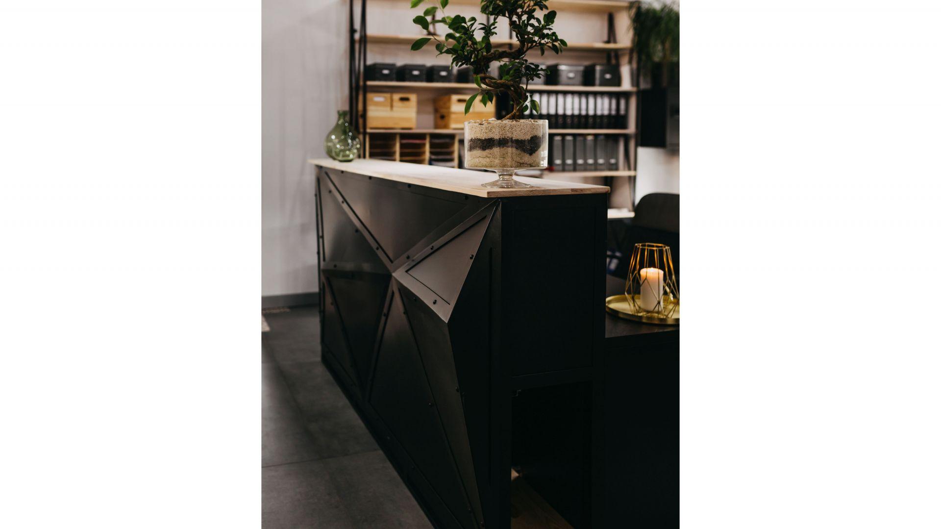 Lada SteelOffice/Factory Design. Produkt zgłoszony do konkursu Dobry Design 2020.