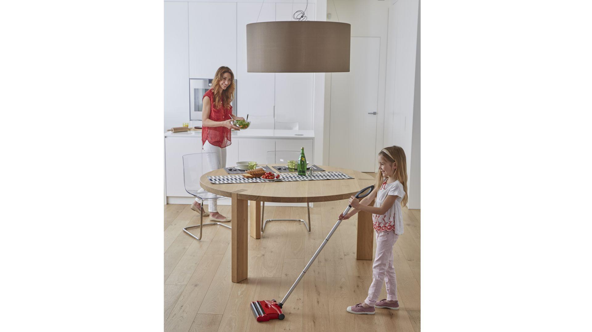 Szczotka elektryczna Quick & Clean marki Vileda. Fot. Vileda