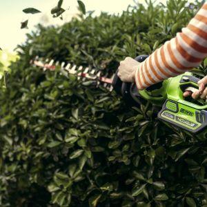 Ogród jesienią - pora na cięcie gałązek. fot. Greenworks/Lange Lukaszuk