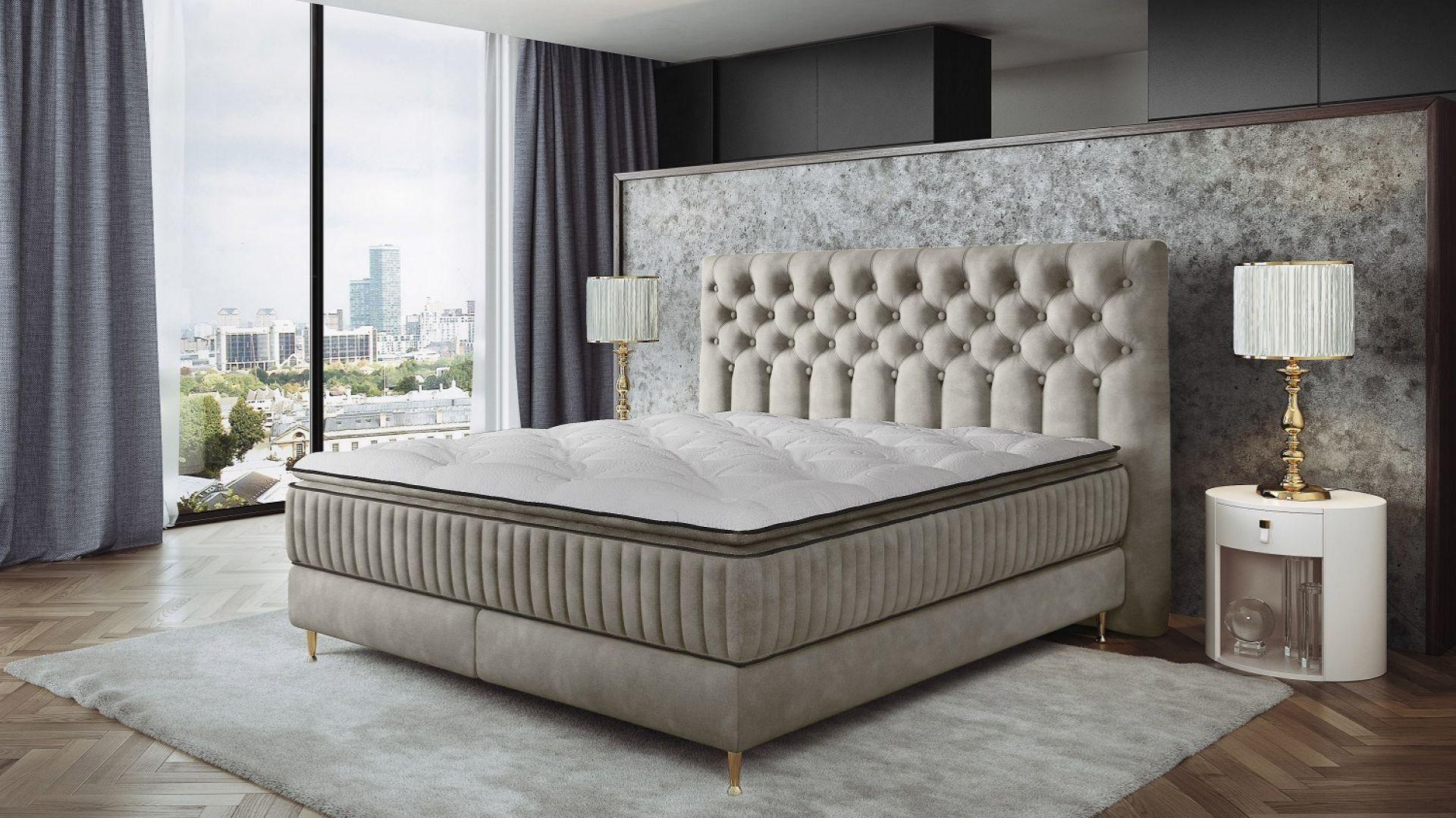 Łóżko tapicerowane z kolekcji Astoria dostępne w ofercie marki Comforteo. Fot. Comforteo