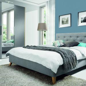 Łóżko Glame z pikowanym wezgłowiem. Fot. Wajnert