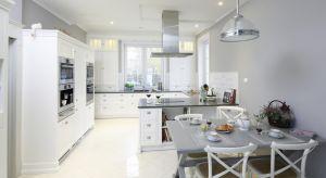 Kuchnia urządzona w klasycznym stylu urzeka szykiem i elegancją. Zobaczcie jak pięknie i gustowanie prezentuje się w polskich domach i mieszkaniach.