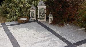 Kostki i płyty betonowe to bezsprzecznie najczęściej używane materiały do budowy alejek, podjazdów czy tarasów, ze względu na ich trwałość, estetykę i wzornictwo. Czy nawierzchnię z nich zrobioną może wykonać każdy?