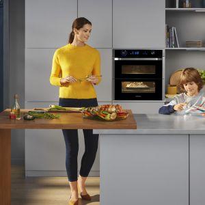 Piekarnik z możliwością pieczenia dwóch potraw jednocześnie. Fot. Samsung