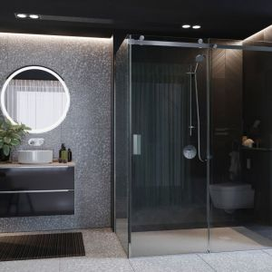 Kabina prysznicowa Area z minimalistycznymi profilami i eleganckimi metalowymi uchwytami; płynne przesuwanie drzwi zapewniają rolki jezdne. Fot. Roca