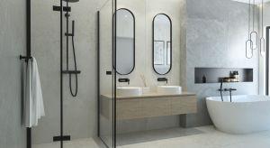 Trend loftowy szturmem wdarł się w wiele domowych przestrzeni. Nieco surowy, cechujący się prostotą i funkcjonalnością, znalazł wielu amatorów. W tę stylizację wpisują się również czarne kabiny prysznicowe.