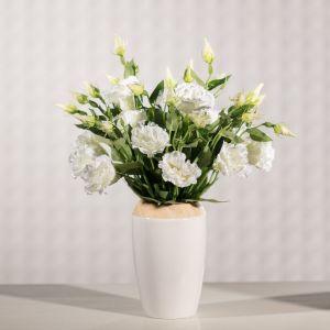 Dekoracja stołu - kwiat Eustomy. Fot. Dekoria