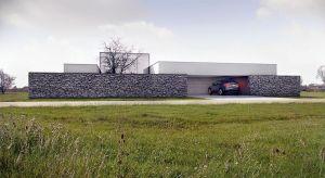 Jednym z wyznaczników współczesnego nowoczesnego domu może być dach płaski. Daje on możliwości konstrukcyjne i estetyczne, których nigdy nie zapewni dach spadzisty. Zobaczcie 3 piękne projekty prosto z polskiego podwórka!