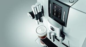 Szwajcarski ekspres do kawy JURA J6 to wyjątkowe wzornictwo - wszystkie elementy obudowy wykończone są wysokiej jakości podwójnie lakierowanym materiałem w kolorze lśniącej bieli. Produkt zgłoszony do konkursu Dobry Design 2020.