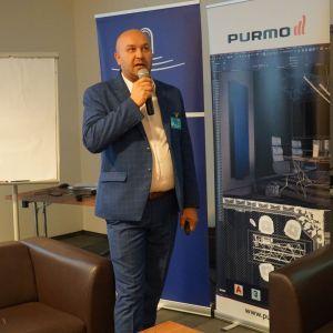 Paweł Fortunka reprezentujący markę Marmorin Design.