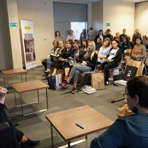 Dyskusja podsumowująca blok tematyczny poświęcony programom graficznym dla projektantów wnętrz.