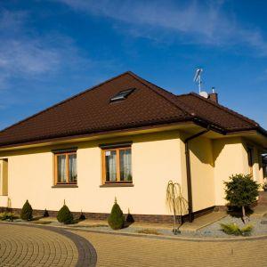 Termoizolacja domu: odnawianie elewacji tynkiem cienkowarstwowym. Fot. Foveo